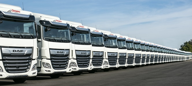 DAF-XF-row-Girteka-delivery-01