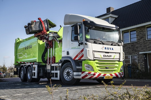 First-DAF-CF-Electric-refuse-collection-truck-delivered-to-ROVA-0